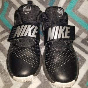 Nike Team Hustle Basketball Boy's shoes